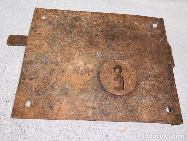 Antigüedades: LOTE DE DOS CERRADURAS ANTIGUAS UNA CON LLAVE - Foto 4 - 193616057