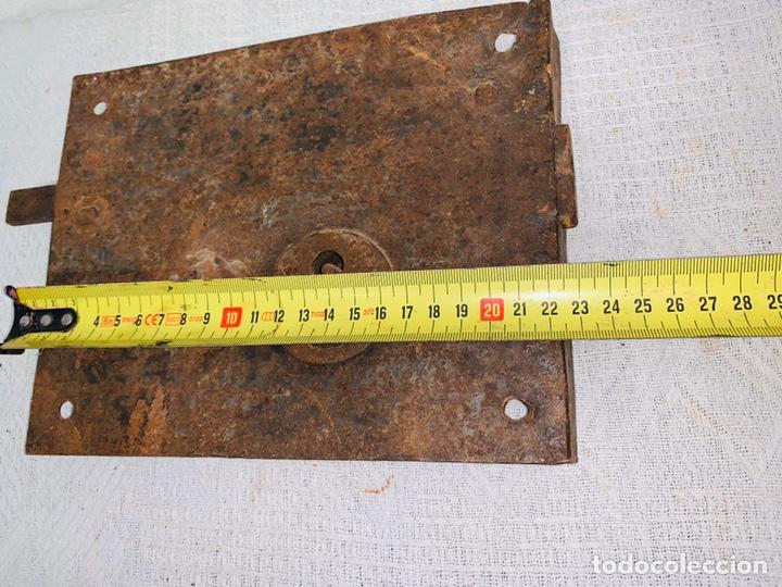 Antigüedades: LOTE DE DOS CERRADURAS ANTIGUAS UNA CON LLAVE - Foto 5 - 193616057