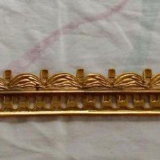 Antigüedades: ADORNO EN BRONCE DORADO, BORDE DE MUEBLE. Lote 193622028