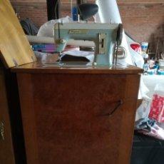 Antigüedades: MAQUINA DE COSER SIGMA 140. BONITO MUEBLE . Lote 193795105
