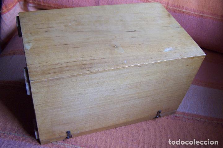 Antigüedades: ANTIGUO MICROSCOPIO PARA ESCUELA AÑOS 50. CULTURA, MADRID. - Foto 8 - 193837406