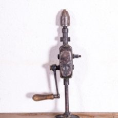 Antigüedades: TALADRO MANUAL ANTIGUO. Lote 193924340