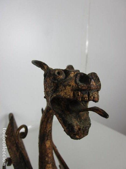 Antigüedades: Preciosa Pareja de Morillos - Dragones - Hierro Forjado y Dorado - Principios S. XX - Foto 4 - 193937798