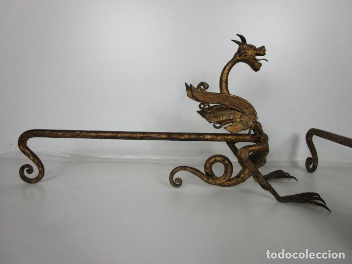Antigüedades: Preciosa Pareja de Morillos - Dragones - Hierro Forjado y Dorado - Principios S. XX - Foto 6 - 193937798