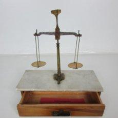 Antigüedades: ANTIGUA BALANZA DE JOYERO CHAPA SOLER & DOMENECH, BARCELONA - CON PESAS Y INSTRUCCIONES. Lote 193942041