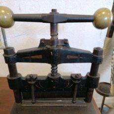 Antigüedades: GUILLOTINA DE PAPEL. Lote 194108980