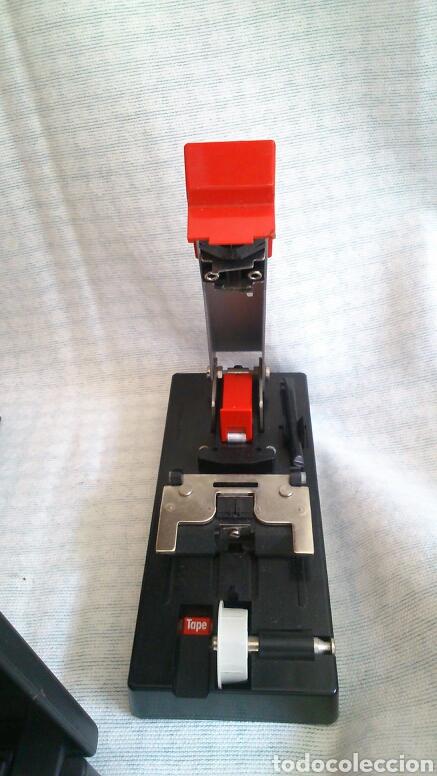 Antigüedades: Lote de máquinas para cortar peliculas super 8 - Foto 3 - 194124918