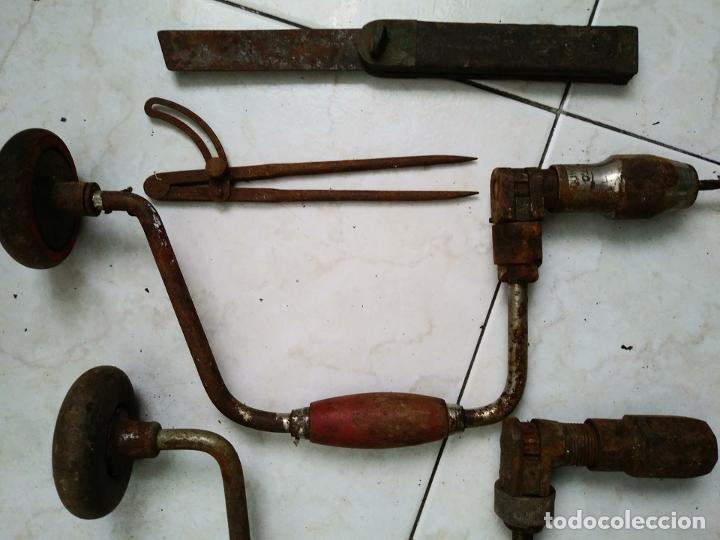 Antigüedades: Lote herramientas antiguas BERBIQUI TALADRADORA MANUAL medidor ángulos transportador etc - Foto 3 - 194159270