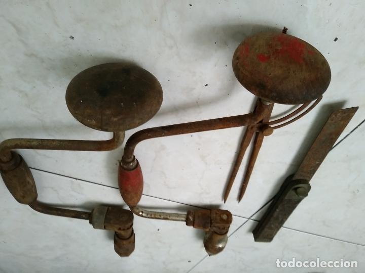Antigüedades: Lote herramientas antiguas BERBIQUI TALADRADORA MANUAL medidor ángulos transportador etc - Foto 5 - 194159270