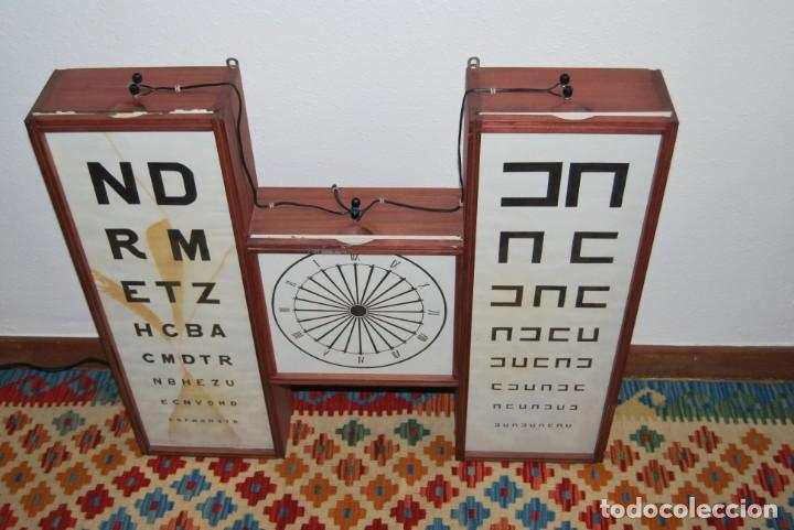 Antigüedades: OPTÓMETRO DE MADERA CON PANELES DE CRISTAL - ULLOA ÓPTICO - CONSULTA MÉDICA - LÁMPARA - Foto 5 - 194180630