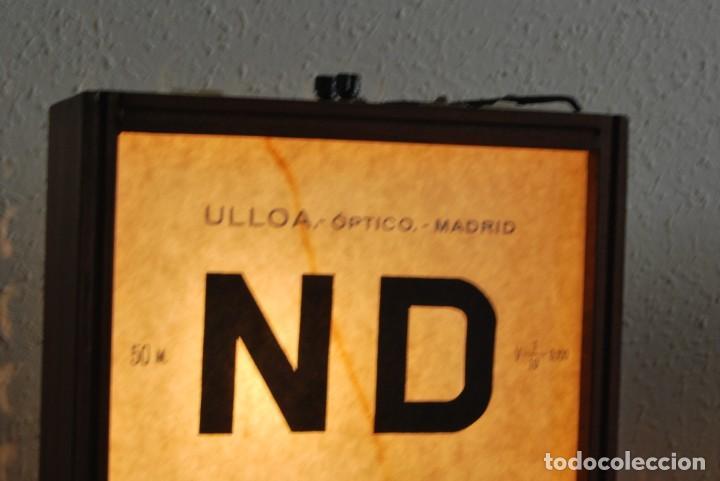 Antigüedades: OPTÓMETRO DE MADERA CON PANELES DE CRISTAL - ULLOA ÓPTICO - CONSULTA MÉDICA - LÁMPARA - Foto 9 - 194180630