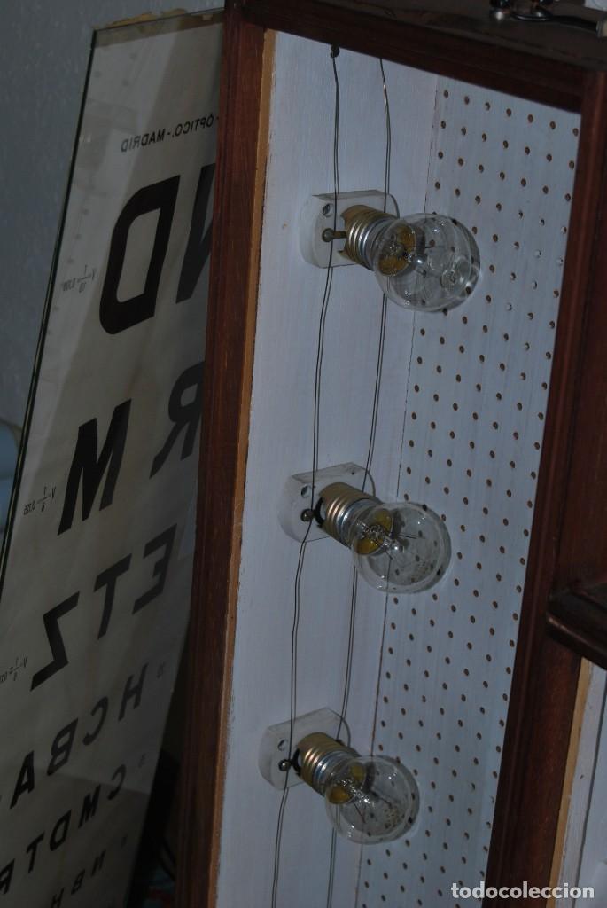 Antigüedades: OPTÓMETRO DE MADERA CON PANELES DE CRISTAL - ULLOA ÓPTICO - CONSULTA MÉDICA - LÁMPARA - Foto 21 - 194180630