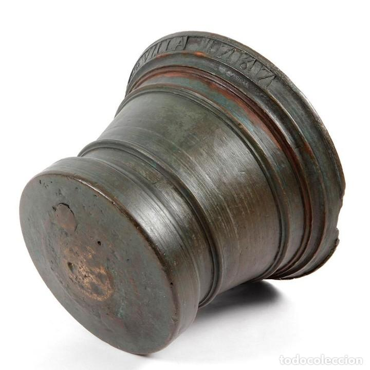Antigüedades: Mortero de farmacia de bronce 1787 (Sevilla) - Foto 4 - 194216541