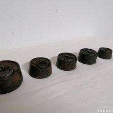 Antigüedades: LOTE DE 5 PESAS DE HIERRO ANTIGUAS. Lote 194253181