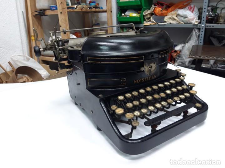 Antigüedades: Máquina de escribir. The Noiseless. U. S. A. 1.917. Funciona. - Foto 2 - 194306986
