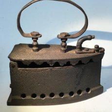 Antigüedades: ANTIGUA PLANCHA DE CARBON. Lote 194332186