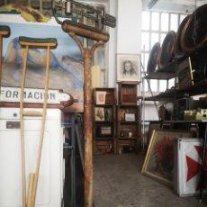 Antigüedades: ANTIGUA BÁSCULA DE FARMACIA, PARA RESTAURAR. Lote 194489950