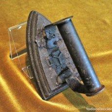 Antigüedades: PEQUEÑA PLANCHA DE FUNDICIÓN,IYB. Lote 194513042
