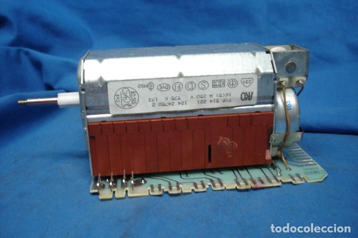 ANTIGUO PROGRAMADOR MARCA AKO TYP 514 221 (Antigüedades - Técnicas - Herramientas Profesionales - Electricidad)