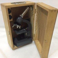 Antigüedades: ANTIGUO MICROSCOPIO EN ESTUCHE ORIGINAL DE MADERA. Lote 194538511