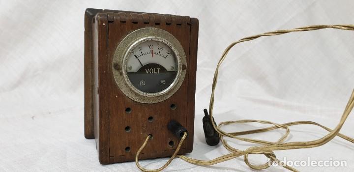 VOLTÍMETRO ANTIGUO DE MADERA (Antigüedades - Técnicas - Herramientas Profesionales - Electricidad)