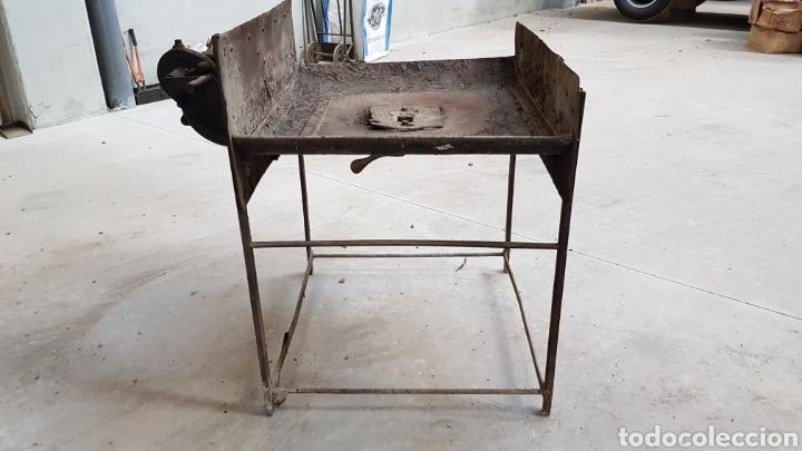 ANTIGUA FRAGUA DE HERRERO CON SU TURBINA LIGP (Antigüedades - Técnicas - Cerrajería y Forja - Forjas Antiguas)