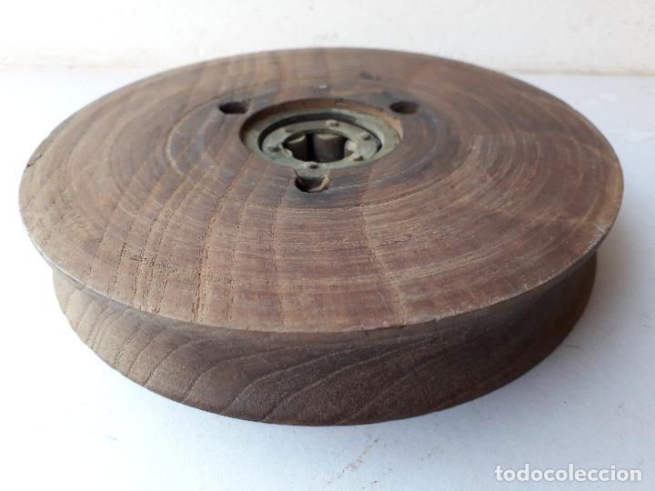Antigüedades: polea de madera y laton, 17x2,8cm aprox, eje 2cm aprox, 778g - Foto 4 - 194553793