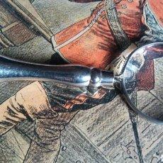 Antigüedades: COLGANTE LUPA - PLATEADO. Lote 194599565