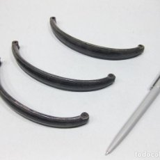 Antigüedades: LOTE DE TRES ASAS DE CHAPA PINTADA EN NEGRO.. Lote 194603435