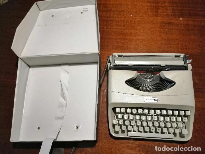 Antigüedades: Máquina de escribir UNDERWOOD 18 años 60/70 con Funda - Foto 3 - 194614087
