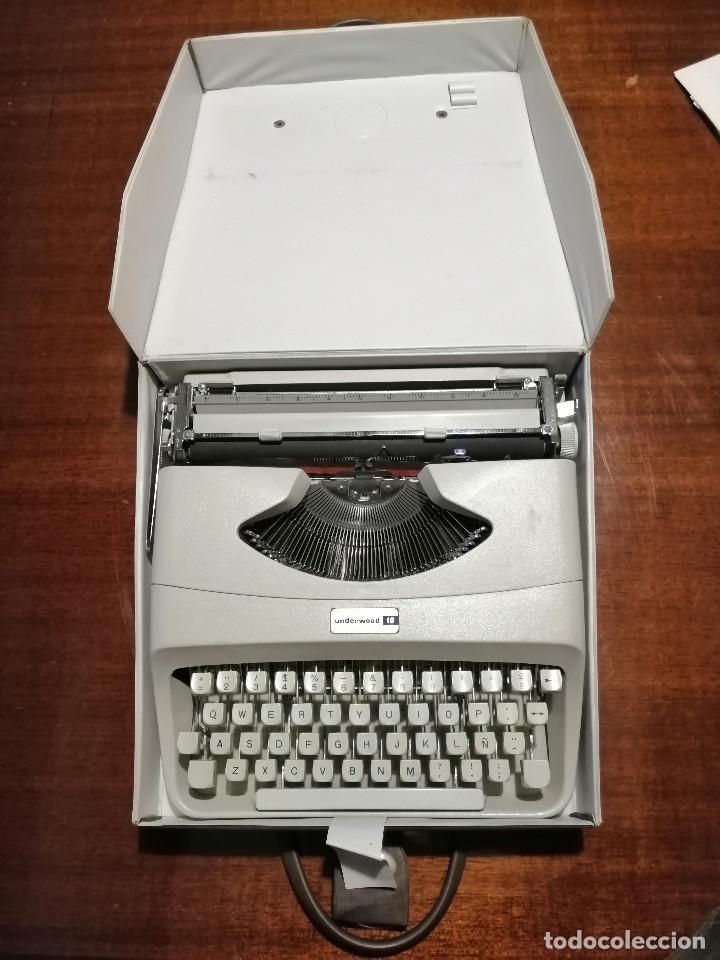 Antigüedades: Máquina de escribir UNDERWOOD 18 años 60/70 con Funda - Foto 4 - 194614087