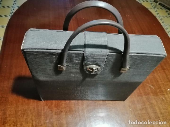 Antigüedades: Máquina de escribir UNDERWOOD 18 años 60/70 con Funda - Foto 5 - 194614087