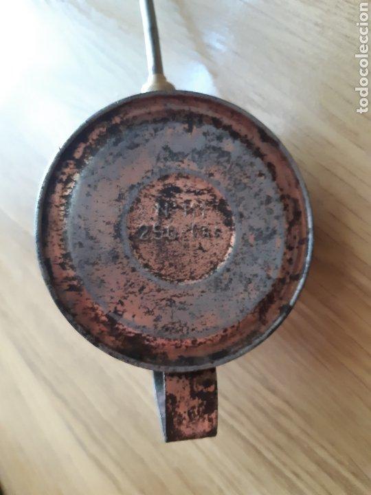 Antigüedades: ANTIGUA ACEITERA TALLER - LUBRICAR - N°111 de 250gr - Foto 2 - 194650398