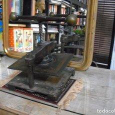 Antigüedades: ANTIGUA PRENSA EN BUEN ESTADO,(SALIDA CASA VACIADA HOY) 37X37 X10 DE APERTURA.. Lote 194661380