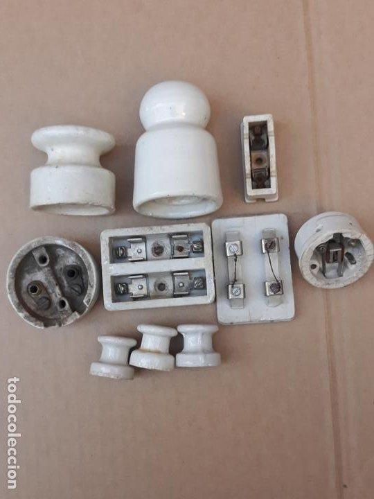 Antigüedades: LOTE DE MATERIAL ANTIGUO PARA ELECTRICIDAD EN PORCELANA.. - Foto 2 - 194711023