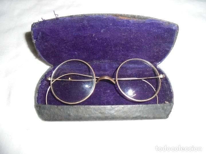 ANTIGUAS GAFAS CON SU FUNDA CON EL NOMBRE DEL OPTICO TEODORO GRACIA BONILLA OVIEDO (Antigüedades - Técnicas - Instrumentos Ópticos - Gafas Antiguas)