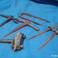 Antigüedades: ANTIGUOS HERRAJES + COMPÁS DE CHAPISTA . Lote 194731308