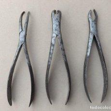 Antigüedades: 3 ANTIGUAS TENAZAS DE DENTISTA, SACAMUELAS. Lote 194738686