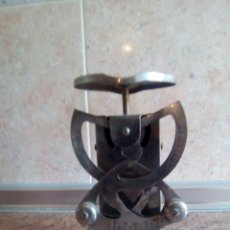 Antigüedades: BASCULA DE PESAR CARTAS MARCA CASCO . Lote 194778406