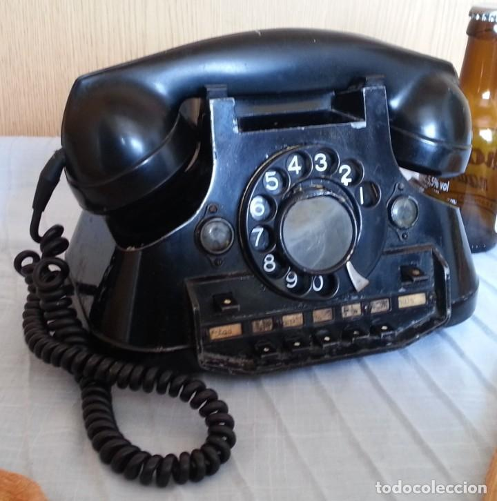 TELÉFONO AÑO 1952 EN BAQUELITA Y METAL. CENTRALITA. FUERTE Y PESADO. (Antigüedades - Técnicas - Teléfonos Antiguos)