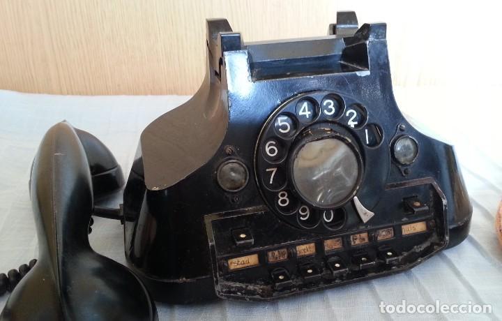 Teléfonos: Teléfono año 1952 en baquelita y metal. Centralita. Fuerte y pesado. - Foto 2 - 194862666