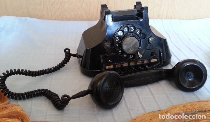 Teléfonos: Teléfono año 1952 en baquelita y metal. Centralita. Fuerte y pesado. - Foto 3 - 194862666