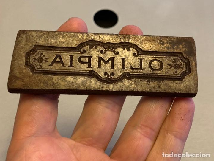 TROQUEL ( HIERRO) OLIMPIA 9,5X3 CM 204 GRAMOS (Antigüedades - Técnicas - Herramientas Profesionales - Imprenta)