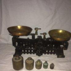 Antigüedades: PEQUEÑA Y PRECIOSA BASCULA ANTIGUA!. Lote 194882176