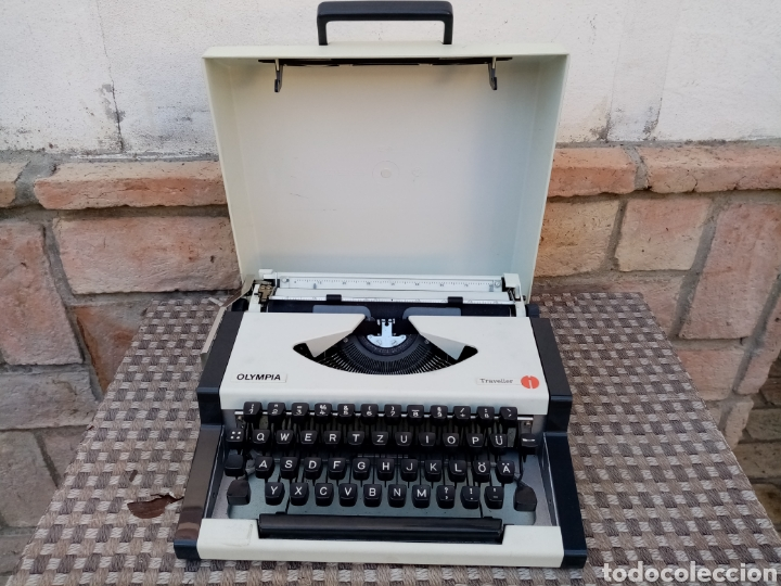 MÁQUINA DE ESCRIBIR OLYMPIA TREVELLER, EN MUY BUEN ESTADO (Antigüedades - Técnicas - Máquinas de Escribir Antiguas - Olympia)