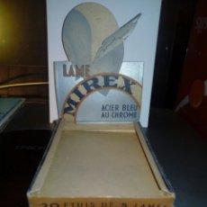 Antigüedades: CAJA VACIA TIPO DISPAY DE LAS CAJAS DE HOJAS DE AFEITAR LLAME MIREX ACIER BLUE - FRANCIA. Lote 194995947