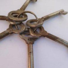 Antigüedades: LOTE DE LLAVES DE ESTANTERIA. Lote 195010200