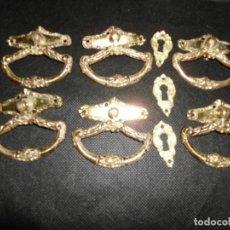 Antigüedades: 6 TIRADORES CHIPPENDALE DE BRONCE CON BOCALLABE. Lote 195035670