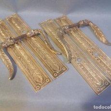 Antigüedades: DOS PAREJAS DE TIRADORES DE PUERTA,MANIVELAS, . Lote 195058408