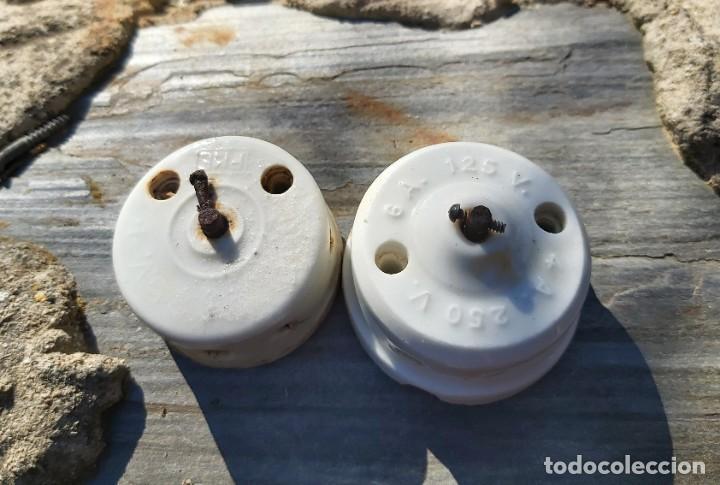 Antigüedades: Piezas de porcelana, material eléctrico y un tirador, 18 cm aprox. - Foto 2 - 50109841